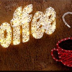 фото: картина с технике стринг-арт Кофе