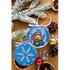 фото: новогодняя игрушка для вышивки бисером на холсте, Енот и Новый год