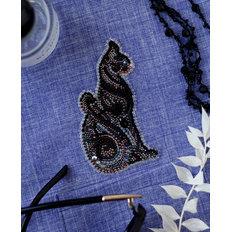 фото: вышитое бисером украшение Паттернхолст Баст в ночи-A