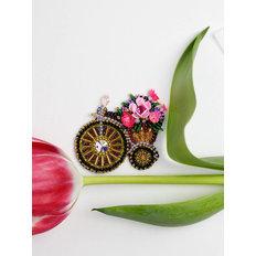 фото: вышитая бисером и камнями брошь Велосипедик