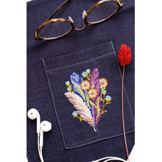 фото: вышивка крестиком на одежде Перышки и одуванчики