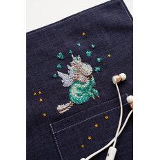 фото: вышивка крестиком на одежде Пегасик
