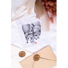 фото: вышивка крестиком на одежде Пара енотов