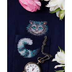 фото: вышивка крестиком на одежде Чеширский кот