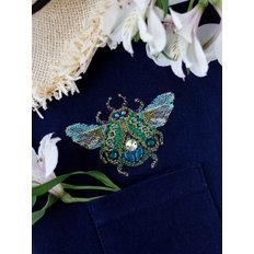 фото: вышивка крестиком на одежде Мау-сит-сит