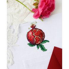 фото: вышивка крестиком на одежде Гранат-1