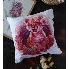 фото: подушка для вышивки крестом, Маленькая львица