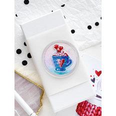 фото: магнит для вышивки бисером с акриловой рамкой Чашечка сердечек