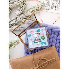 фото: магнит для вышивки бисером с акриловой рамкой Маленькая модница