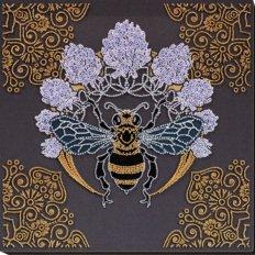 фото: картина, вышитая бисером, Пчела в клевере