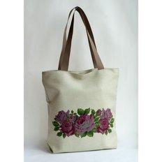 фото: сшитая сумка для вышивки бисером или нитками Розы