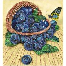фото: картина для вышивки бисером Лукошко с черникой