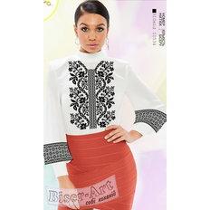 фото: белая блуза (заготовка) с вышивкой черный цветочный узор