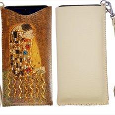 фото: сшитый чехол на телефон для вышивки бисером