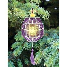 фото: ёлочное украшение, вышитое крестиком на пластиковой канве, фонарик