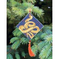 фото: ёлочное украшение, вышитое крестиком на пластиковой канве, Восточный гороскоп