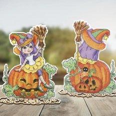 фото: украшение для вышивки крестом на пластиковой канве Счастливого Хэллоуина