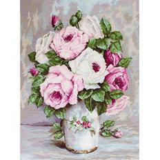 фото: вышитый гобелен Смешанные розы
