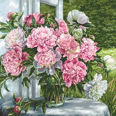 фото: картина для вышивки гобеленовым швом Пионы у окна