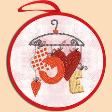 фото: валентинка для вышивки бисером Love