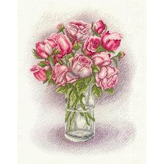 фото: картина для вышивки крестиком, розовые розы в вазе