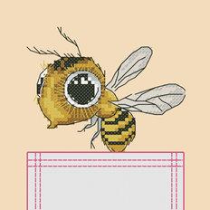 фото: картинка, вышитая крестиком на одежде, пчелка