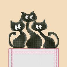 фото: картинка, вышитая крестиком на одежде, три черных кота
