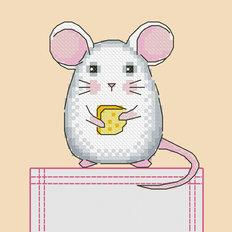 фото: картинка, вышитая крестиком на одежде, мышонок