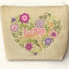 Набор-Косметичка для вышивки нитками. Цветочное сердце