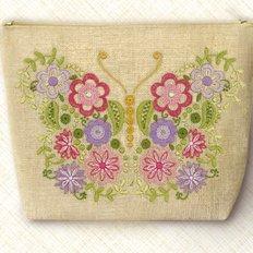 Набор-Косметичка для вышивки нитками. Воздушная красавица