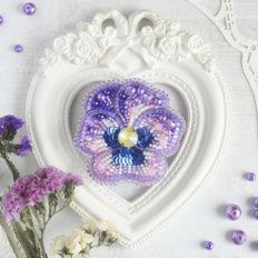 фото: украшение, вышитое бисером на велюре, Виола Рококо