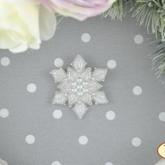 фото: кулон, вышитый бисером и бусинами на велюре, Снежинка