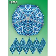 фото: елочное украшение в алмазной технике