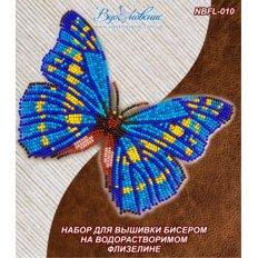 фото: бабочка, вышитая на водорастворимом флизелине Морфо Киприда