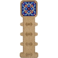 фото: катушка для ниток, вышитая нитками на деревянной заготовке