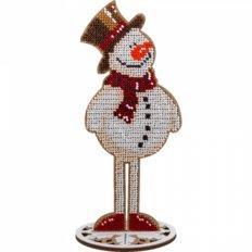 фото: вышитый бисером на деревянной основе Снеговик