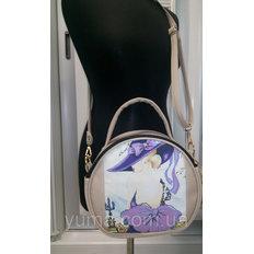 фото: пошитая сумка для вышивки бисером с картинкой девушка